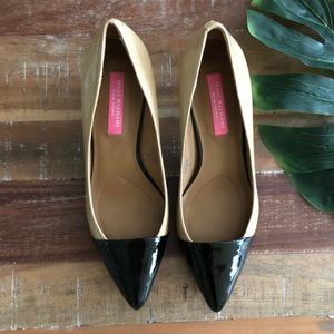 Isaac Mizrahi New York Tan/Black Pointed Toe Pump